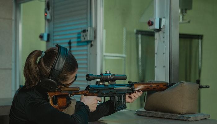 Sniper rifle vs Hunting rifle